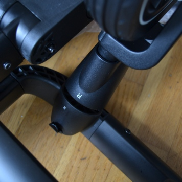 Framhjulen är märkta för korrekt montering!