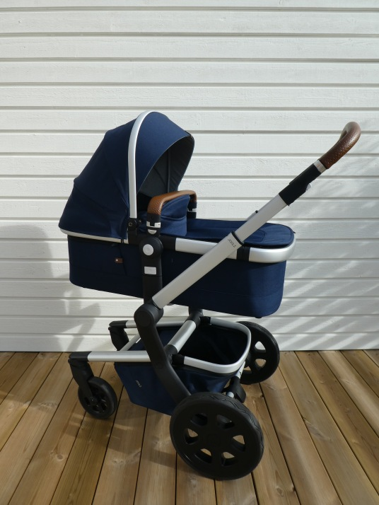 Joolz Day2 parrot blue carrycot